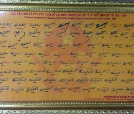 Khung bộ sưu tập chữ ký Bác Hồ